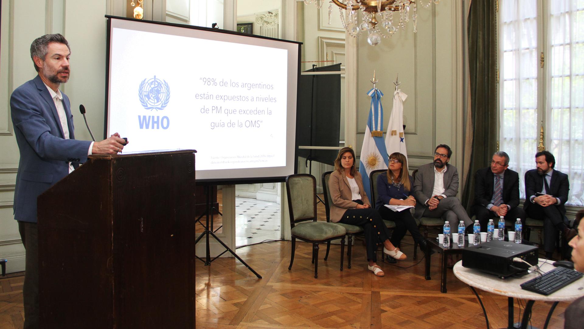 Debate sobre las aplicaciones nucleares con fines pacíficos en el Palacio San Martín