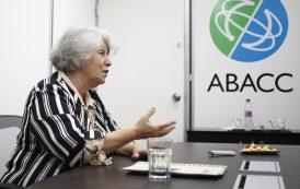 Charla con Elena Maceiras: perspectiva nuclear de género