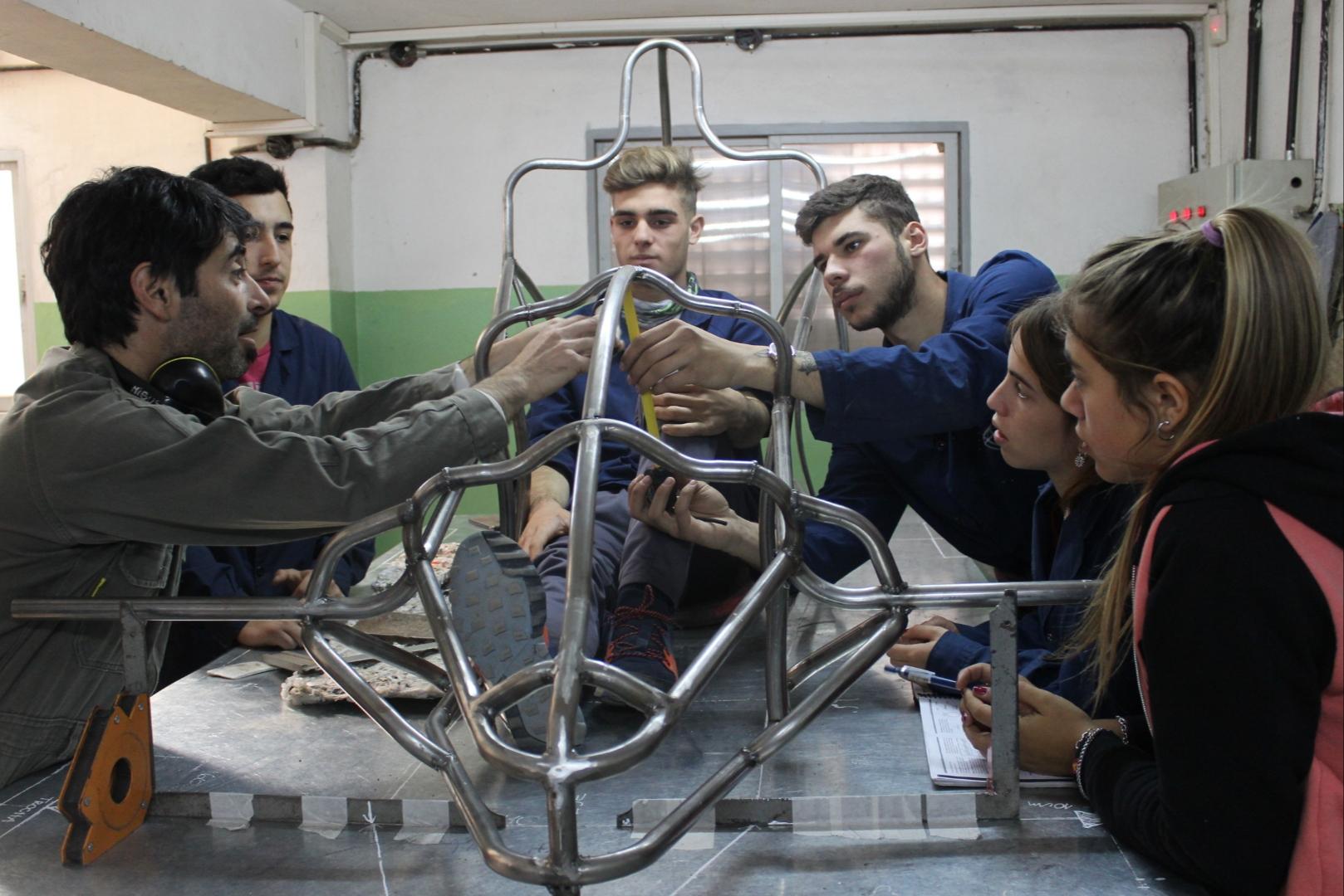 Nucleoeléctrica Argentina auspicia a escuelas técnicas de Buenos Aires y Córdoba en la carrera de autos eléctricos Desafío ECO 2019