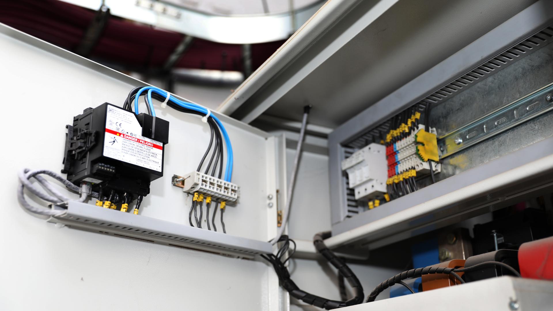 CNEA monitorea sus consumos eléctricos a través de analizadores de red