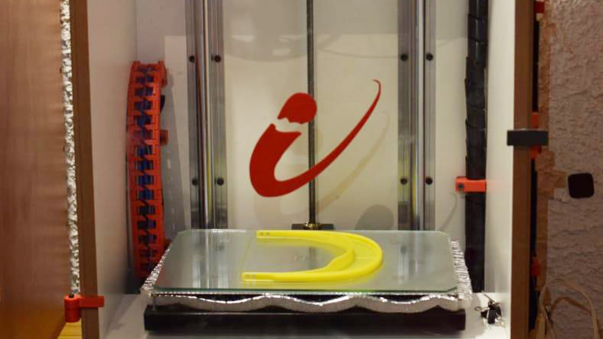 CNEA: Los centros atómicos fabrican protectores faciales por impresión 3D
